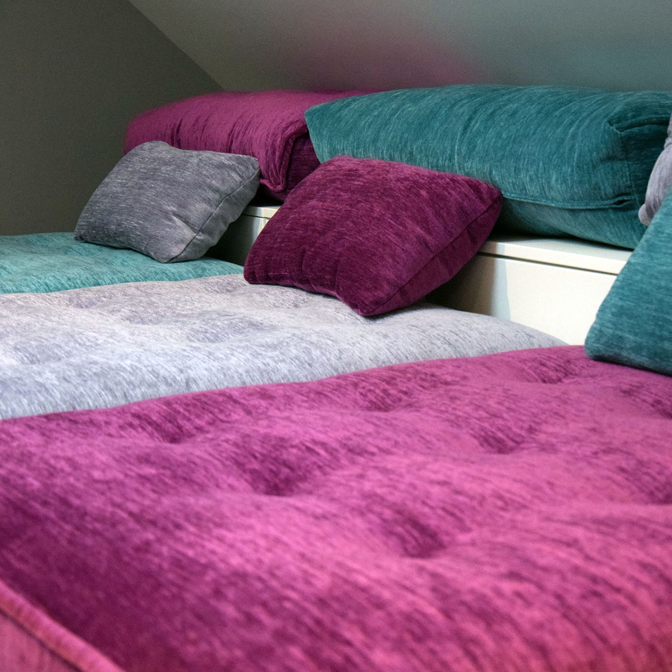 montreuil-appart-holiday-coussins.jpg